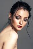 Atrakcyjna mody młoda kobieta Z splendoru Jaskrawym Makeup zdjęcie royalty free