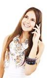 Atrakcyjna nastoletnia dziewczyna target435_0_ na telefonie zdjęcia stock