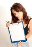 Atrakcyjna nastoletnia kobieta z pustym schowkiem Obrazy Stock