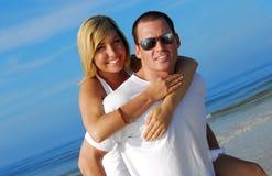 atrakcyjna para plażowa zdjęcia stock