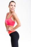 Atrakcyjna rozochocona sprawności fizycznej dziewczyna w menchii odgórnych i czarnych leggings Fotografia Stock