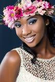 Atrakcyjna szczęśliwa młoda afrykańska panna młoda zdjęcie royalty free