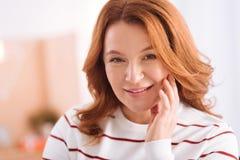 Atrakcyjna uśmiechnięta kobieta wiek średni Zdjęcie Stock