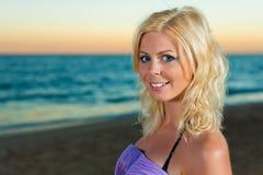 atrakcyjna wieczór morza kobieta Fotografia Royalty Free