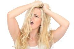 Atrakcyjna Zaakcentowana Agresywna młoda kobieta Patrzeje Nieszczęśliwy i Sfrustowany Fotografia Royalty Free