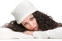 Atrakcyjna zadumana brunetka patrzeje kamerę Obrazy Royalty Free