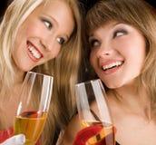 Atrakcyjne dziewczyny Z szampanem na Czarnym tle Obraz Stock