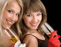 Atrakcyjne dziewczyny Z szampanem na Czarnym tle Zdjęcia Stock