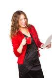 Atrakcyjnego bizneswomanu czytelnicza papierkowa robota podczas gdy cieszący się filiżankę kawy Obraz Royalty Free