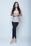 Atrakcyjnego brunetek potomstw dziewczyny mody szczupłego stylu długa noga i h Obraz Stock