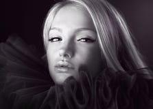 atrakcyjnego piękna blond żabotu theatrical obrazy royalty free