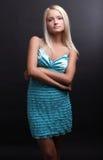 atrakcyjnego tła piękna blond ciemny target867_0_ fotografia royalty free