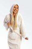 atrakcyjnej bathrobe dziewczyny uśmiechnięci potomstwa Fotografia Stock