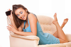 Atrakcyjnej kobiety cieszy się muzyka Zdjęcie Stock