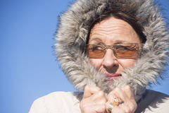 Atrakcyjnej kobiety zimy ciepła kurtka Obrazy Royalty Free