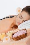 Atrakcyjnej zdrowej caucasian kobiety masażu gorący kamienny wellness fotografia royalty free