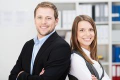 Atrakcyjni pomyślni partnery biznesowi zdjęcia royalty free