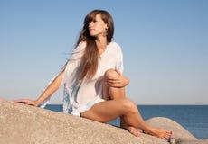 atrakcyjni seashore kobiety potomstwa Obrazy Stock