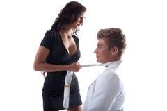 Atrakcyjni zmysłowi kochankowie pozuje przy studiiem Zdjęcia Royalty Free