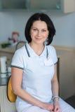 Atrakcyjny żeński dentysty partrait Zdjęcie Stock