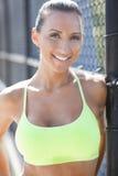 Atrakcyjny atlety ono uśmiecha się Zdjęcie Royalty Free