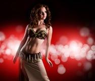 Atrakcyjny bellydancer przed lekkim tłem Fotografia Royalty Free