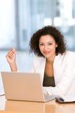 atrakcyjny biznesowy laptopu kobiety działanie fotografia royalty free