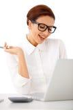 Atrakcyjny bizneswoman z pięknym uśmiechem obraz royalty free