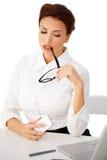 Atrakcyjny bizneswoman z szkłami zdjęcie royalty free