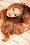 atrakcyjny blondynów twarzy dziewczyny włosy tęsk whi Obraz Royalty Free