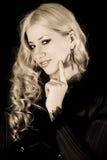 atrakcyjny blondynki kamery dziewczyny target2032_0_ Obrazy Royalty Free