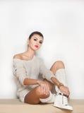 Atrakcyjny brunetka model z białą bluzką Obraz Royalty Free