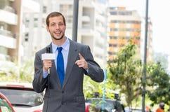 Atrakcyjny fachowy męski wiadomość reportera być ubranym Obraz Royalty Free