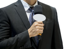 Atrakcyjny fachowy męski wiadomość reportera mienia mikrofon Zdjęcie Royalty Free