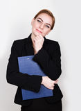 Atrakcyjny i energiczny biznesowej kobiety mienia ochraniacz dla pisać obraz royalty free