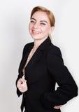 Atrakcyjny i energiczny biznesowy woma w kostiumu na nagi ciała ono uśmiecha się zdjęcie royalty free