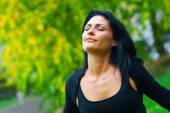 Atrakcyjny kobiety oddychanie outside zdjęcie royalty free