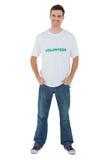 Atrakcyjny mężczyzna jest ubranym ochotniczego tshirt obrazy royalty free