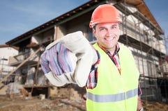 Atrakcyjny męski budowniczy wskazuje palec przy tobą obrazy stock