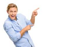 Atrakcyjny młodego człowieka wskazywać odizolowywam na białym tle Obrazy Stock