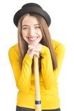 Atrakcyjny młodej kobiety mienia kij bejsbolowy zdjęcia stock