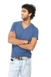 Atrakcyjny młody człowiek ono uśmiecha się z rękami krzyżować zdjęcia royalty free