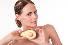 Atrakcyjny młodej kobiety mienia avocado Obraz Royalty Free