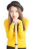 Atrakcyjny młodej kobiety mienia kij bejsbolowy Zdjęcia Royalty Free