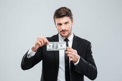 Atrakcyjny młody biznesmen trzyma sto dolarów banknotów Zdjęcia Royalty Free