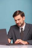 Atrakcyjny męski reporter przygotowywa dla jego Obraz Stock