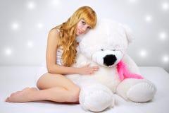 atrakcyjny niedźwiadkowy dziewczyny szarość miś pluszowy obraz stock