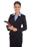 Atrakcyjny odosobniony uśmiechnięty bizneswoman w błękitnym kostiumu Zdjęcia Royalty Free