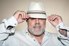 Atrakcyjny senior z białą brodą obrazy stock