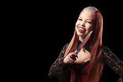 Atrakcyjny wampir z krwistym nożem Fotografia Royalty Free
